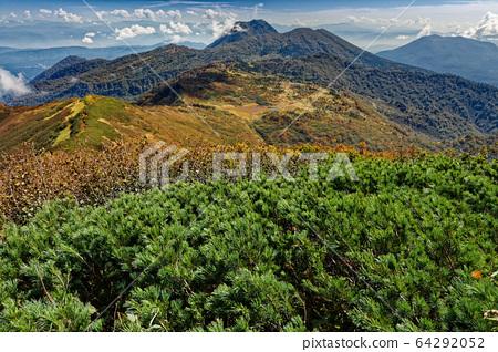 단풍의 火打山 정상에서 보는 텐구의 정원과 묘 코산 64292052