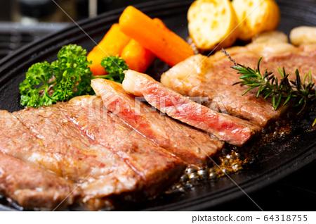 烤牛排配鐵板燒 64318755
