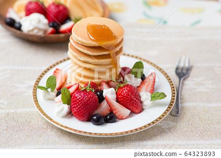 煎餅草莓 64323893