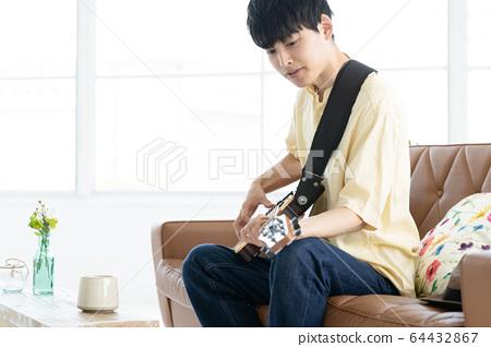 男吉他20多歲 64432867