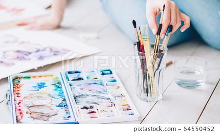 painting hobby lefthanded female artist brush 64550452