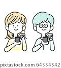 正在玩智能手機的男女 64554542