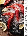 Raw fresh shrimps with ice and lemon 64565907