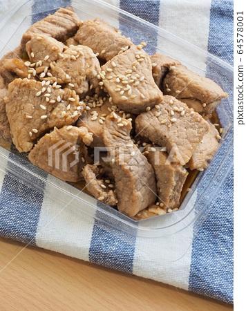 한국의 음식 돼지고기 간장조림 64578001