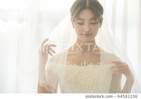 Lifestyle, woman, wedding 64581236