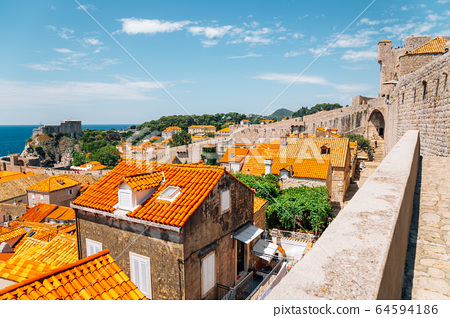 Medieval old town and city walls in Dubrovnik, Croatia 64594186