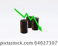 綠色箭頭和三個黑色金屬油桶 64627307