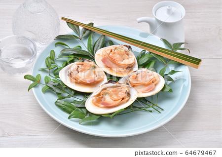 구운 조개 구이 조개 구이 대합. 굵은 국산 딸기를 그릴에 구운했습니다. 해물 구이. 64679467