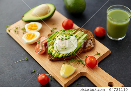 toast bread with avocado, eggs and cherry tomatoes 64721110