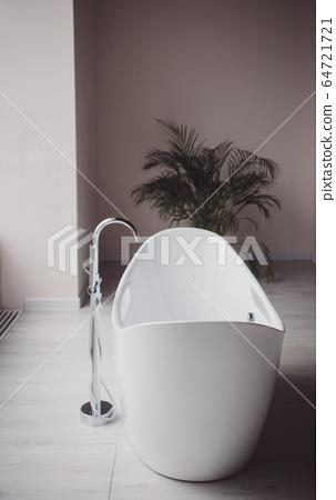 Minimalist interior of bathroom 64721721