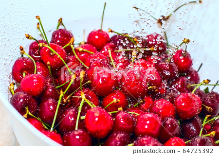 Freezed drops over the ripe cherry rinsed with water 64725392
