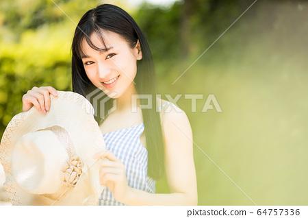美麗的女性帽子暑假享受健康的夏季人材料 64757336