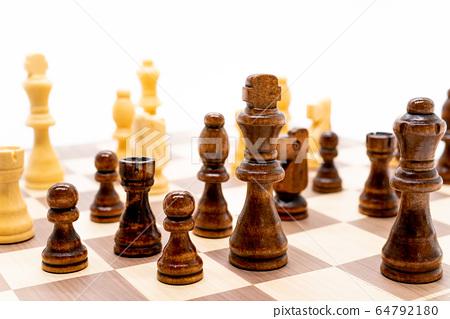 체스 64792180