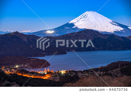 <<神奈川縣>>富士山和箱根大觀山的景色 64870736