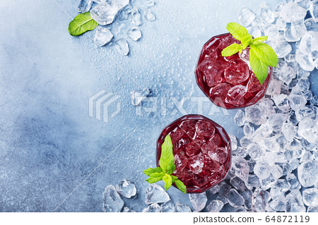 red coctail with ice and mint 64872119