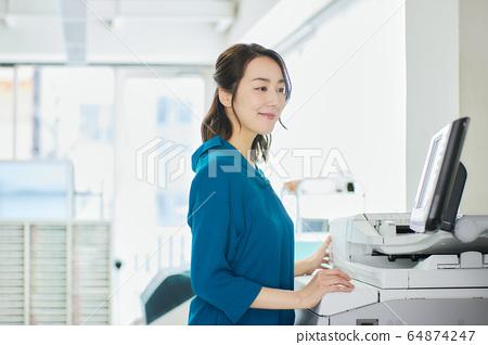 女商人辦公室 64874247