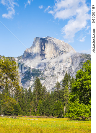 half dome on sunny day,yosemite national 64909497