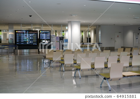 A quiet airport lobby 64915881