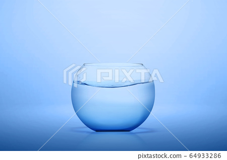 The empty fishbowl of glass 64933286