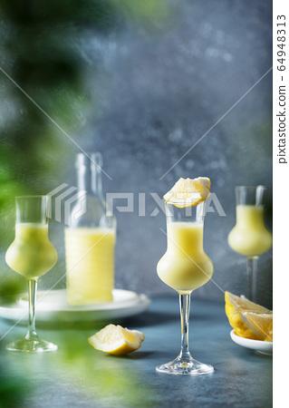 Italian liquor with lemons and cream 64948313
