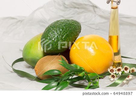 건강에 좋은 맛있는 제철과일들 64948897
