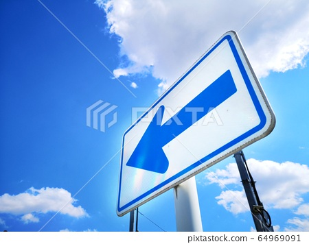 Road sign that can always turn left 64969091