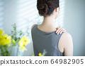 어깨 결림 뒷모습 64982905