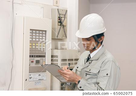 接受檢查的工人 65002075
