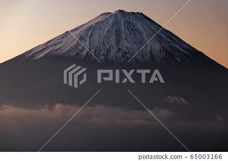 Fuji of the morning glow from Misaka Mountain · Snowhead altitude 65003166
