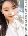 젊은여자 선생님 봄 65046923