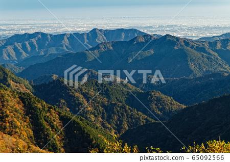 탄자 표 능선에서 볼 仏果山 · 高取山과 관동 평야의 거리 65092566