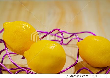 Lemon 65105096