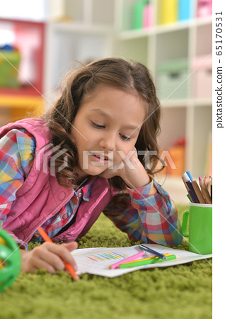 Portrait of beautiful little girl drawing at her room at home 65170531