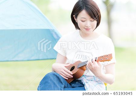 야외 악기 여성 65193045
