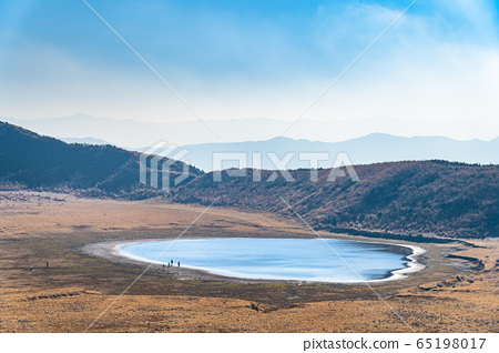 阿苏山Kussenrigahama湖阿苏九州国家公园水面反射 65198017