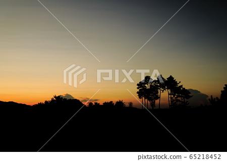 아름다운 노을이 보이는 풍경 65218452