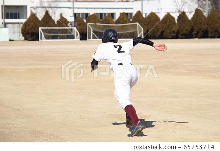Baseball boy running to base 65253714