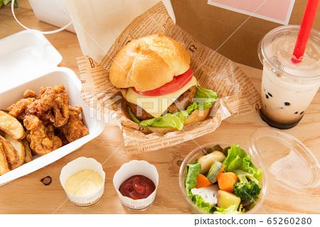 漢堡木薯澱粉外賣食品的形象 65260280