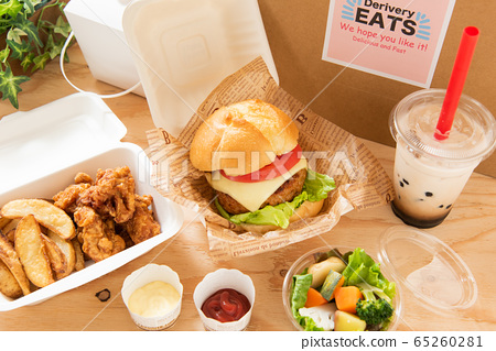 햄버거 타피오카 배달 음식의 이미지 65260281