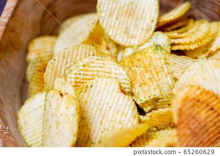 Potato chips 65260629