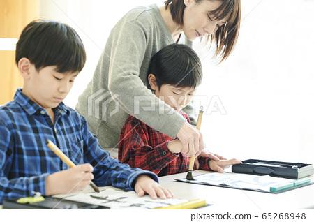 書法教室裡的孩子 65268948