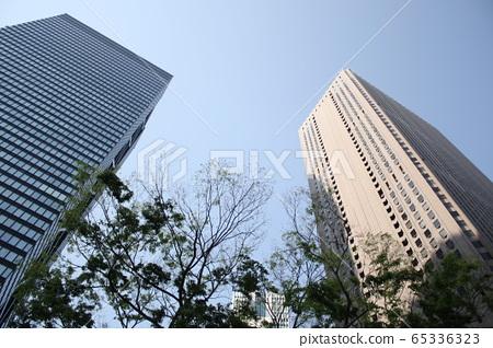 新宿摩天大樓低角度 65336323