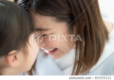여자 엄마 스킨십 65355111