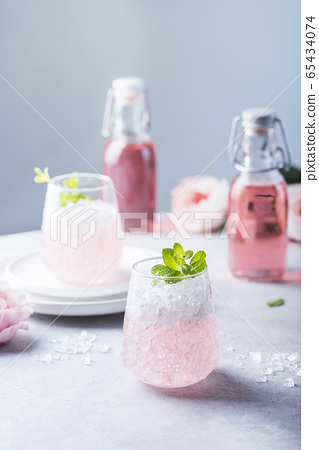 Pink cocktail with crushed ice 65434074