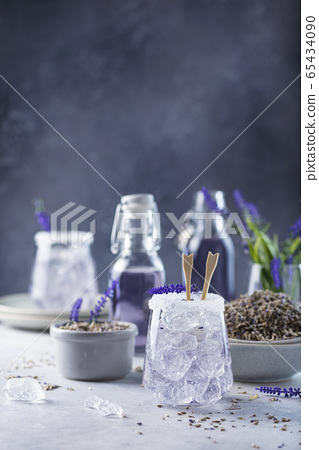 Summer cold drink with lavender 65434090