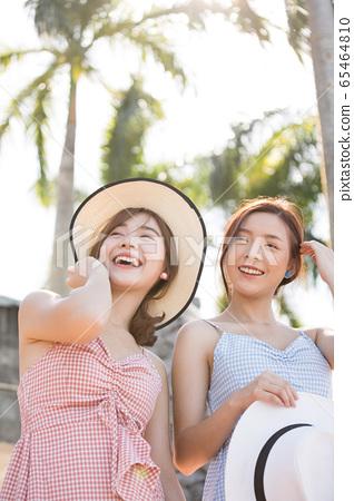 年輕婦女享受度假之旅 65464810
