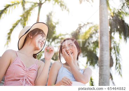 年輕婦女享受度假之旅 65464882