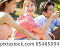 男性和女性朋友享受度假之旅 65465004
