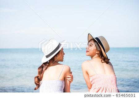 年輕婦女享受度假之旅 65465031