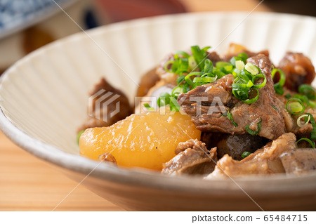 燉牛筋和蘿蔔 65484715